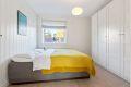 Soverommet er utstyrt med stort garderobeskap