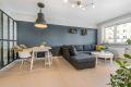 Romslig stue med god plass for både spisestue og sofa