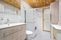 Flislagt bad/wc med elektrisk gulvvarme og innfelte downlights i himling