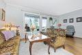 Lys og romslig stue med god plass for sofagruppe