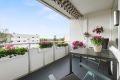 Hyggelig balkong som gir ekstra kvm på sommerhalvåret.