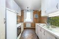 Eget kjøkkenrom med spiseplass ved vinduet.