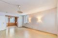 Laminat på gulv i stuen. Lyse vegger. Dersom du omgjør spisestue til soverom, kan du fremdeles ha spisestue i stuen.