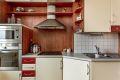 Praktisk kjøkken med integrerte hvitevarer