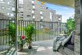 Utgang fra stue til vestvendt balkong med gulvflate på ca.8.m².
