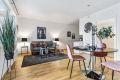 Møblering faller svært naturlig med plass til både sofagruppe og spiseseksjon.