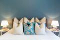 Soverommet er malt i en behagelig og avslappende farge.