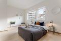 Hovedsoverom med god plass til dobbeltseng, nattbord og garderobeskap.