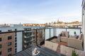Solrik vestvendt balkong på 13 kvm med flott utsikt mot Holmenkollen, Postbygget og Vålerenga Kirke.
