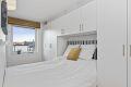 Romslig soverom med god garderobeplass og plass til dobbeltseng.