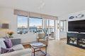 Lys og tiltalende leilighet med store vindusflater.