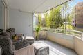 Stor og romslig balkong med god plass til utemøbler.