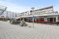 Ellingsrud senter med KIWI, kiosk, serveringssted, buss og T-bane.