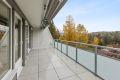 Leiligheten har en vest-sydvestvendt terrasse på hele 17 kvm. Her kan sommerdagene nytes til det fulle!