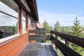 Stue har utgang til veranda med fint utsyn