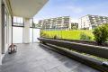 Sydvendt terrasse mot grøntareal