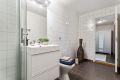 Badet er av god størrelse med fin plass til ytterligere baderomsmøblering om ønskelig.