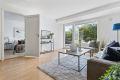 Velkommen til Maria Dehlis vei 36 B!Lys fin stue med utgang til terrassen. Store vindusflater. Adkomst til soverom.
