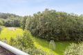 Fra terrassen er det utsikt mot flotte grønne friområder.