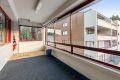 Innglasset balkong på ca. 15,5 m². Her er det god plass til diverse utemøblementer.