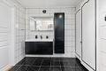 Nytt bad kommer i regi av borettslaget. Bad/ wc i denne leilighet er forventet rehabilitert i oktober/november 2020.