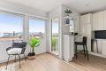 Kjøkken med integrert stekeovn/platetopp/oppvaskmaskin/kjøleskap/fryser