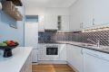 Kjøkken er fra byggealder og gir gode mengder skap- og benkeplass.