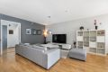 Stuen er malt i en delikat farge og det er god plass for å innrede med sofamøblement.