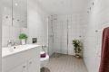 Flislagt bad med gulvvarme. Godt innredet med dusjhjørne, servant med skapinnredning og vegghengt klosett. Opplegg for vaskemaskin.