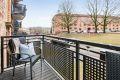 Utgang til solrik balkong som vender ut mot rolig friområde