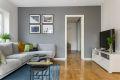 I likhet med resten av boligen er stuen holdt i en lys og moderne farge og her vil de fleste stilvalg passe fint inn.
