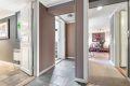 Utvendig trapp med adkomst til innredet rom med bad og kjøkken