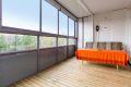 Vestvendt innglasset balkong på ca.12m² med tregulv, belysning og strømuttak