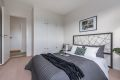 Hel vegg i soverommet med plassbyde garderober. Ny innmat og hyllesystem.