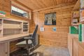 I underetasjen er det tilrettelagt rom for bruk som kontor, arbeidsrom eller disponibelt rom. Varmekabler i gulv.
