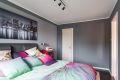 Fra soverommet er det inngang til en innvendig bod, som passer ypperlig som walk-in closet!