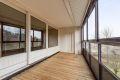 Fra stuen er det utgang til en stor, hyggelig, vestvendt innglasset balkong på hele 12 kvm med strømuttak, solgardin og gode solforhold.