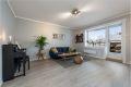 Stue med nytt Pergo laminatgulv fra 2018, malte vegger 2017 og malt tak.