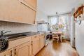 Romslig og fint, eget kjøkkenrom med hyggelig spiseplass.