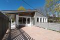 Ene-generasjonsbolig over 2 plan med solrike uteplasser. 30 kvm terrasse ut fra kjøkken med direkte adkomst til hage.
