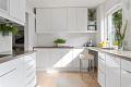 Moderne kjøkken. Integrert stekeovn/platetopp, opplegg for oppvaskmaskin.