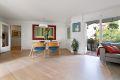 Nye gjennomgående moderne gulv i stue, kjøkken, gang og 1 soverom i 2015