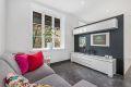 Lys, luftig og innbydende stue med god takhøyde. Store vindusflater som slipper inn godt med naturlig lys. I stuen har man god plass til sofa, sofabord , spisebord (fastmontert) og tv-møbler. Her har du flere innredningsmuligheter.