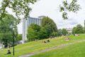 Sushi Hill park kun få meter fra blokken.
