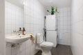 Praktisk WC/vaskerom med opplegg til vaskemaskin og tørketrommel.