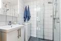 Badet har varmekabler i gulv og det er opplegg til vaskemaskin