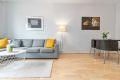 Fin plass til både sofa og spisebord i stuen