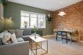 Stuen har en stor og flott flate som har god plass til stuemøblement og spisestue.