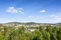 Leiligheten ligger fint til i borettslaget med fantastisk utsikt over byen og Nordmarka.