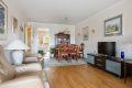 Stue med god plass for spisebord og sofagruppe